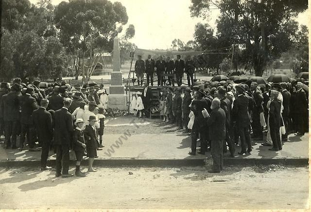 Unveiling of the Tarnagulla War Memorial, 1919. From the Win and Les Williams Collection.